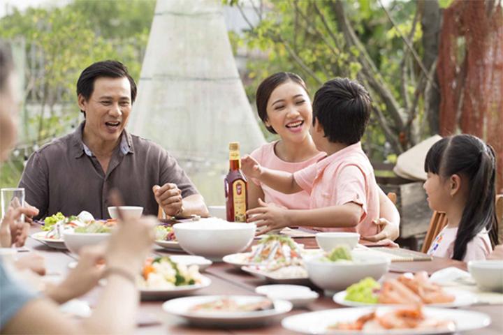 Bữa cơm gia đình ngon hơn với nước mắm Nam Ngư Chinsu