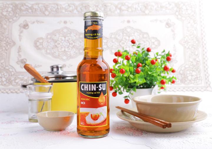 Chai nước mắm Chinsu trong mỗi bữa ăn