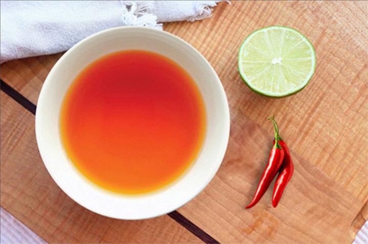 Chén nước mắm Nam Ngư ngon hơn với ớt và chanh