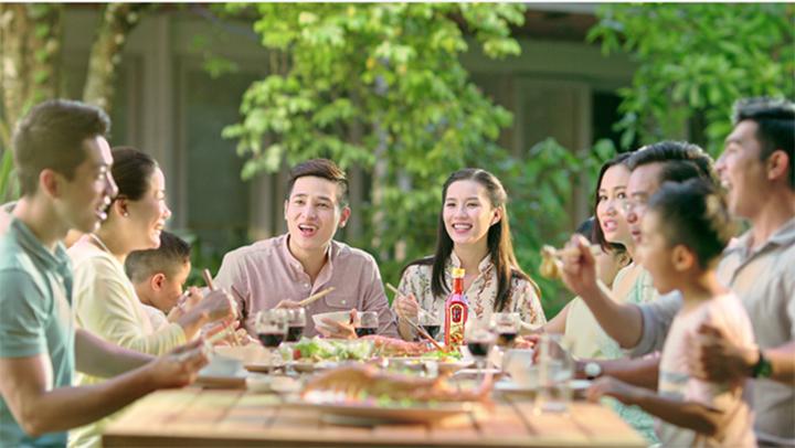 Bữa cơm gia đình với nước mắm Nam Ngư