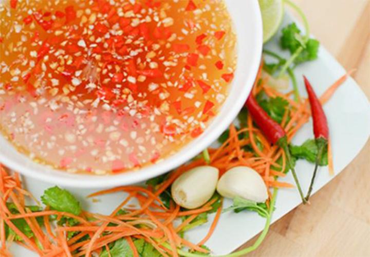 """Cách pha nước mắm chua ngọt """"Niềm tự hào ẩm thực Việt"""""""